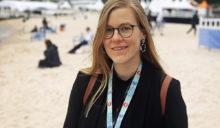 Bild på en kvinna på en strand
